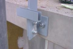 Montaz zabradli do betonove podesty