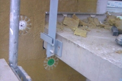 Montaz zabradli do betonove podesty1